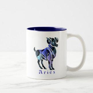 Taza de café del espolón del aries