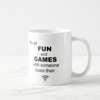 Taza de café del Internet de WiFi que pierde - bla