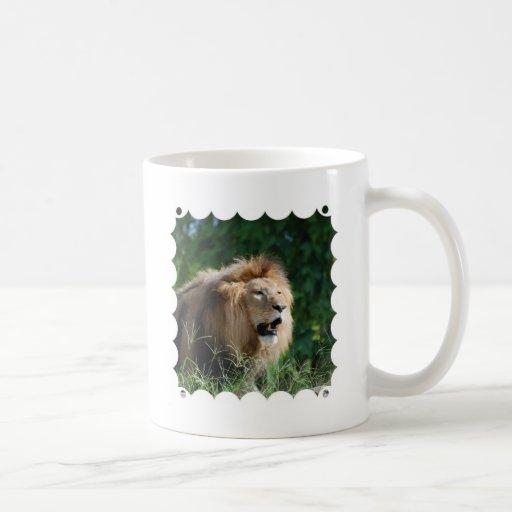 Taza de café del león el gruñir