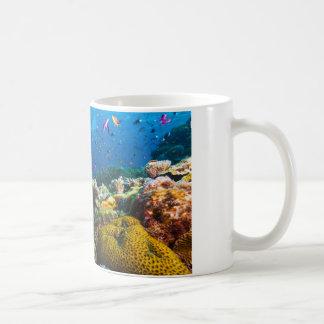 Taza de café del mar de coral
