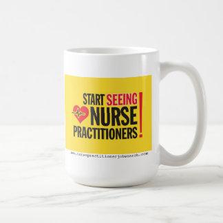 Taza de café del médico de la enfermera
