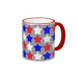 Taza de café del modelo de estrellas rojas,