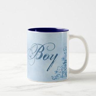 Taza de café del muchacho de la página pequeña: