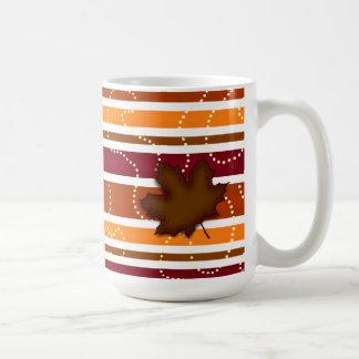 Taza de café del otoño - hoja acolchada en Brown y