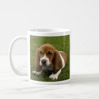 Taza de café del perrito de Basset Hound del amor