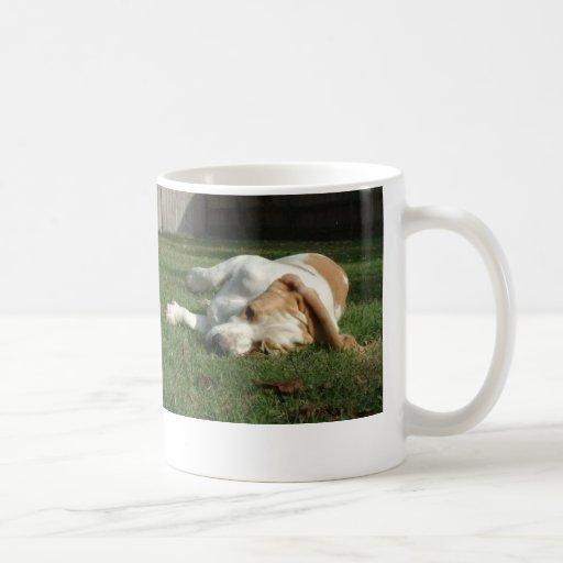 Taza de café del perro del Bassett