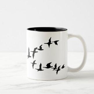 Taza de café del sur de los gansos del vuelo