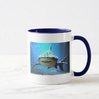 Taza de café del tiburón