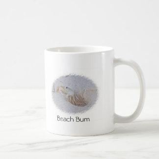 Taza de café del vago de la playa