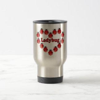 Taza de café del viaje del corazón de la mariquita