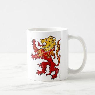Taza de café desenfrenada del león ardiente