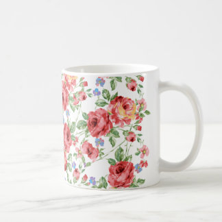 Taza de café dispersada de los rosas