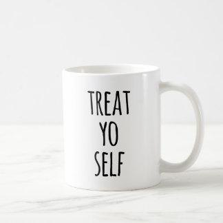 Taza de café divertida de la cita de la tipografía