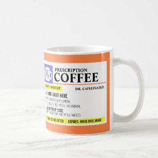 Taza de café divertida de la prescripción taza básica blanca