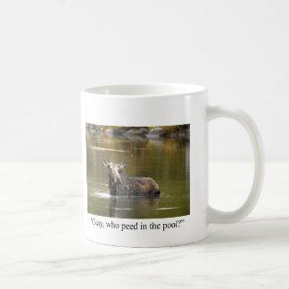 Taza de café divertida de los alces