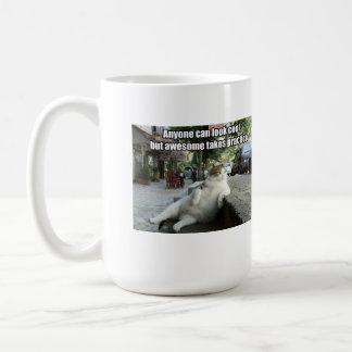 Taza de café divertida del gato