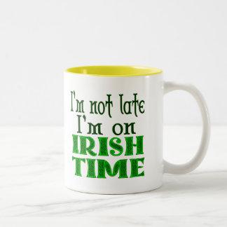 Taza de café divertida del refrán del tiempo
