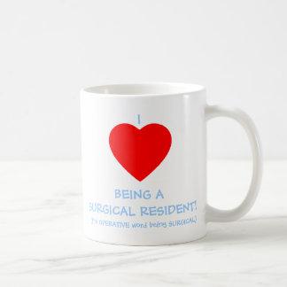 Taza de café divertida del residente quirúrgico