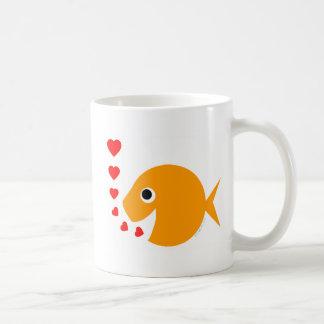 Taza de café divertida linda del Goldfish del el d
