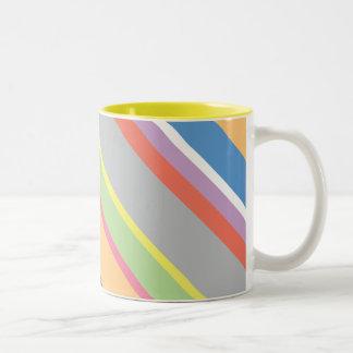 Taza de café en colores pastel multicolora de la r