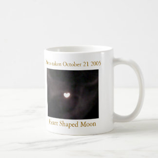 taza de café en forma de corazón de la luna