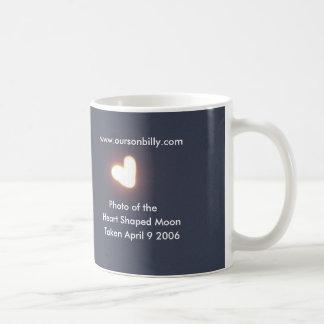 . Taza de café en forma de corazón de la luna
