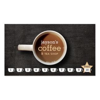 Taza de café en tarjeta de sacador de madera negra tarjetas de visita
