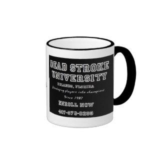 Taza de café enfocada y audaz