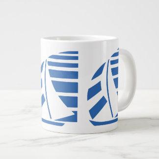 Taza de café enorme azul de los barcos que compite