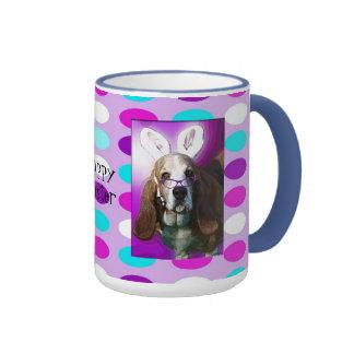 Taza de café feliz de Basset Hound Pascua