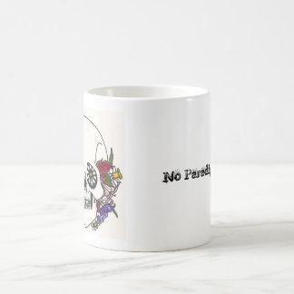 Taza de café floral del cráneo