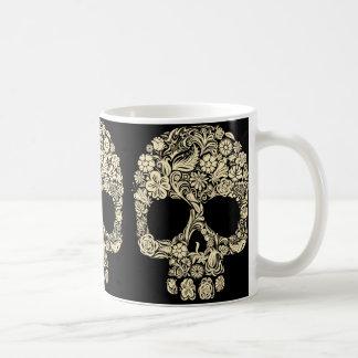 Taza de café floral del cráneo del azúcar