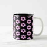 Taza de café floral del negro y del rosa