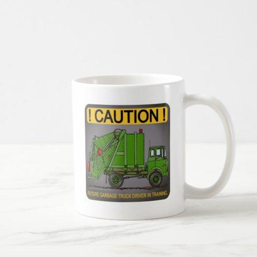 Taza de café futura del conductor del verde del