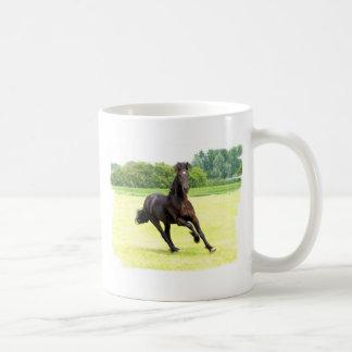 Taza de café galopante del caballo