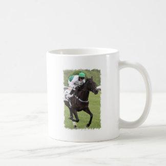 Taza de café galopante del caballo de raza
