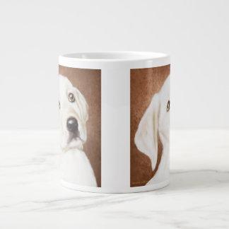 Taza de café gigante del perrito amarillo de