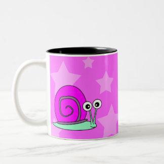 Taza de café grande del caracol feliz