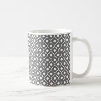 Taza de café gris del modelo de Argyle de la flor