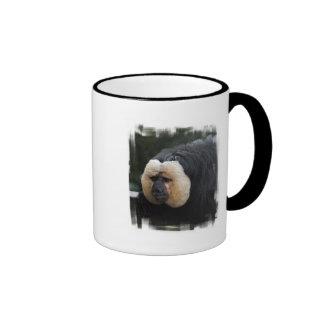 Taza de café hecha frente blanca del mono de Saki