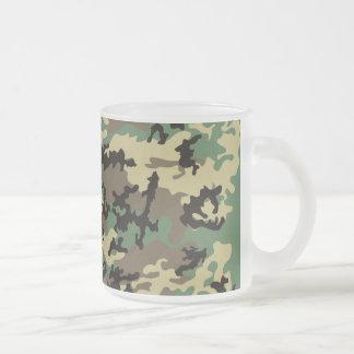 Taza de café helada Camo del arbolado