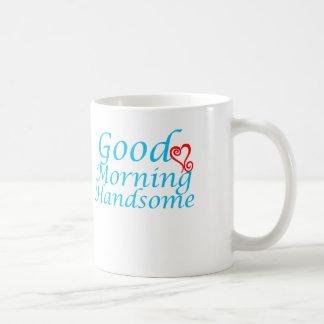 Taza de café hermosa de la buena mañana