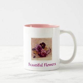 Taza de café hermosa de las flores