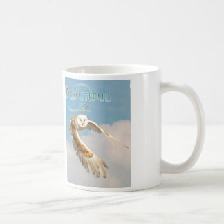 Taza de café hermosa del búho