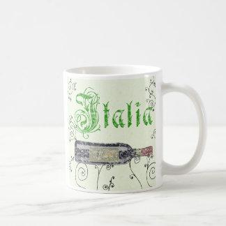 Taza de café italiana de la botella de vino