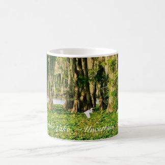Taza de café - lago Cypress y Bird-001 Caddo