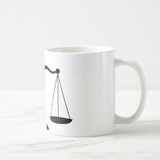 Taza de café legal de las escalas