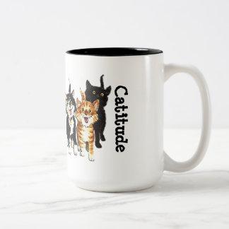 Taza de café linda de los gatos del gatito de
