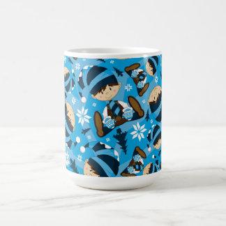 Taza de café linda del duende del navidad