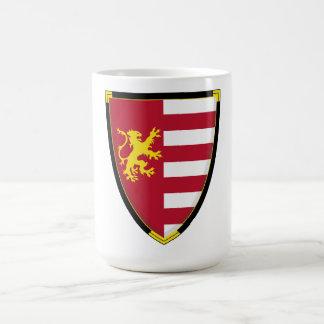 Taza de café medieval del escudo del león